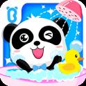 Badezeit von Baby-Panda